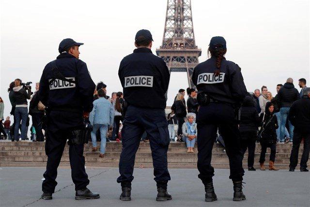 Hombre abre fuego y toma rehenes en el sur de Francia y jura lealtad al Estado Islámico