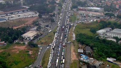 Temer sanciona MP do frete rodoviário e veta anistia a multas aplicadas durante a greve dos caminhoneiros