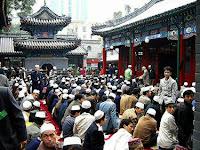 Aneh, Cina Wajibkan Pejabat Merokok di Dekat Muslim, Untuk Apa?