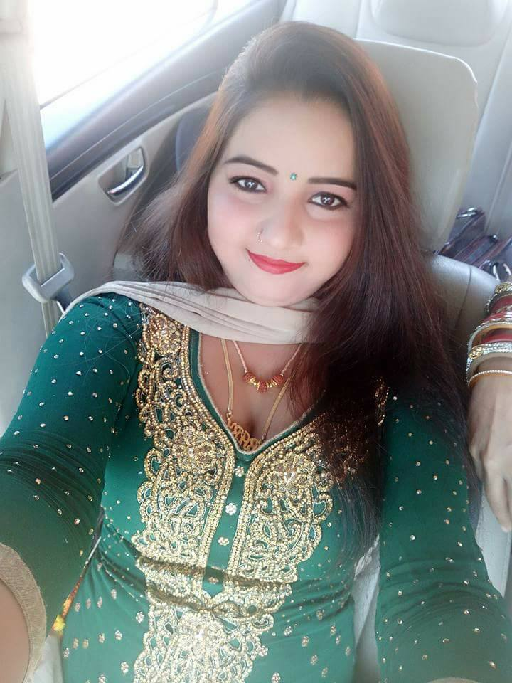 Sunita Baby (Dancer) HD Photos & Pictures In Green Dress