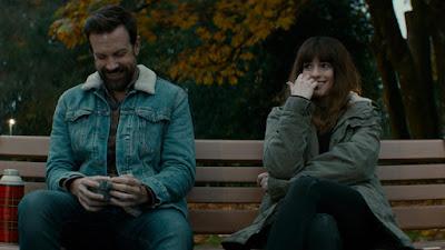 Jason Sudeikis (Oscar) y Anne Hathaway (Gloria)