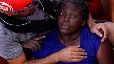 """Lo smalto, come spiegato dalla Ong e da una giornalista che era a bordo al momento del salvataggio, è stato una """"coccola"""" a Josefa. Una distrazione per passare il tempo mentre, sdraiata sul ponte della nave della Ong, si riprendeva dal trauma"""