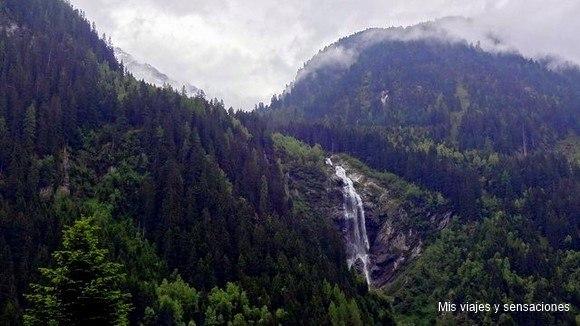 El valle de Stubai, cascada Gasteig, Tirol, Austria