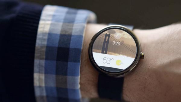 جوجل تكشف عن ساعتين ذكيتين في بداية 2017
