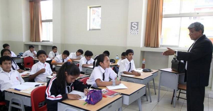 Transfieren más de 39 millones para contratar profesores de colegios a nivel nacional (D. S. N° 172-2017-EF)