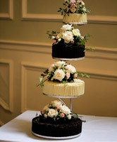 wedding cake flowers hertfordshire