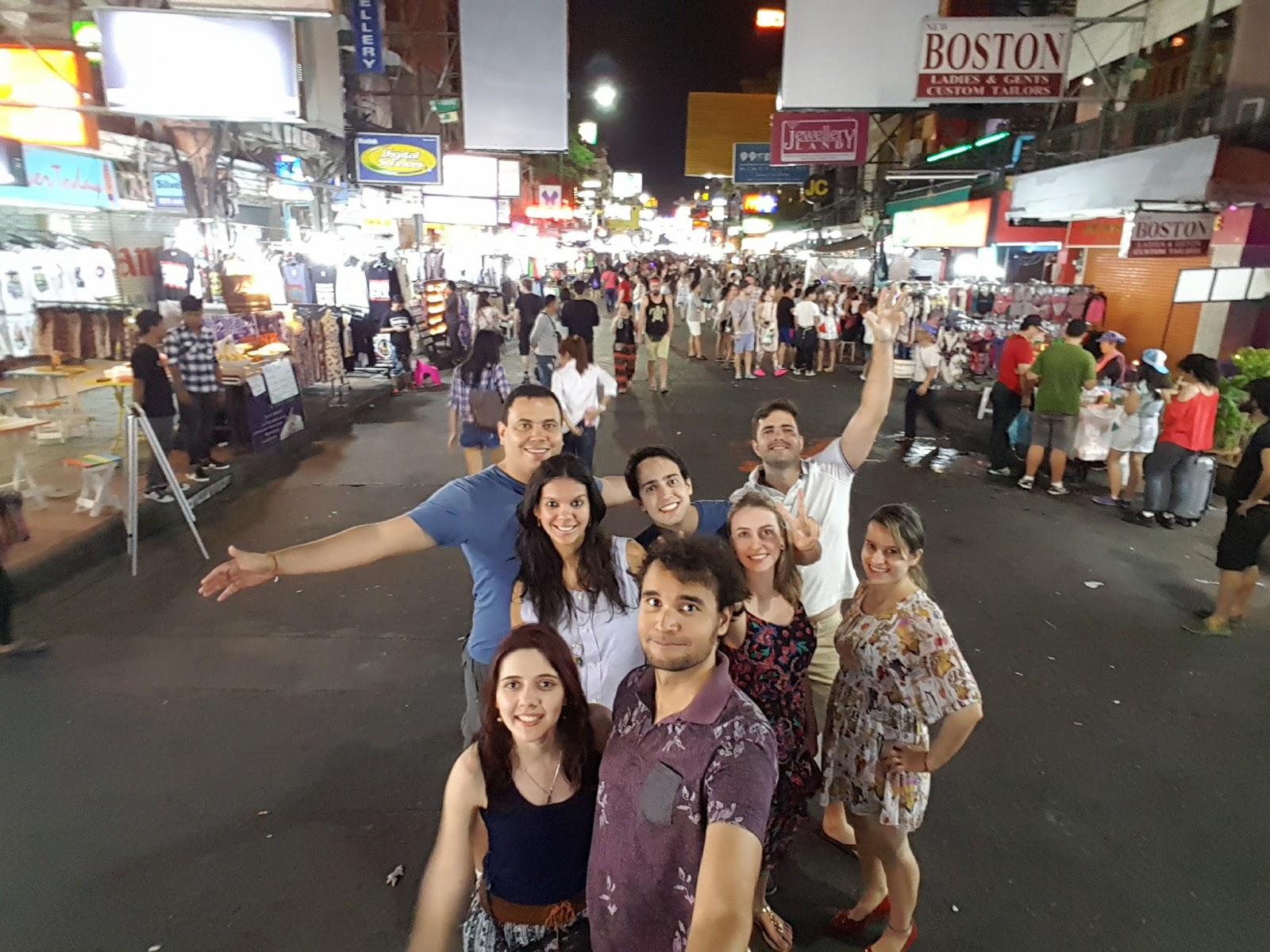 Todo mundo na Khaosan Road, em Bangkok