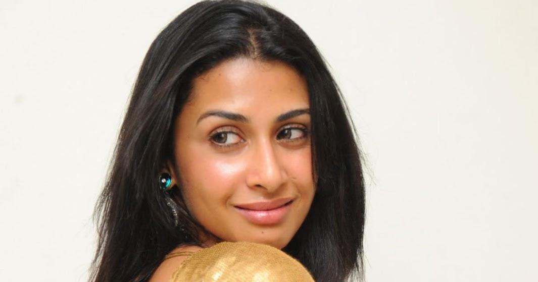 Paparazzi Topless Gayatri Jayaraman  nude (49 fotos), Snapchat, swimsuit