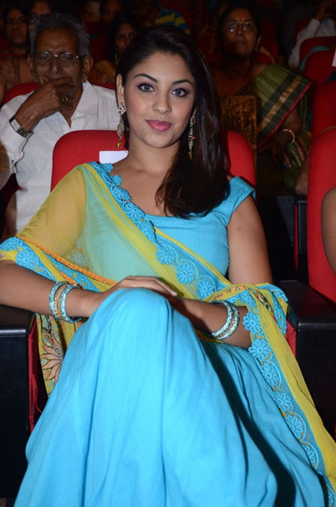 Hot Richa gangopdhyay pics in simple eye catching cotton lehenga choli at audio launch
