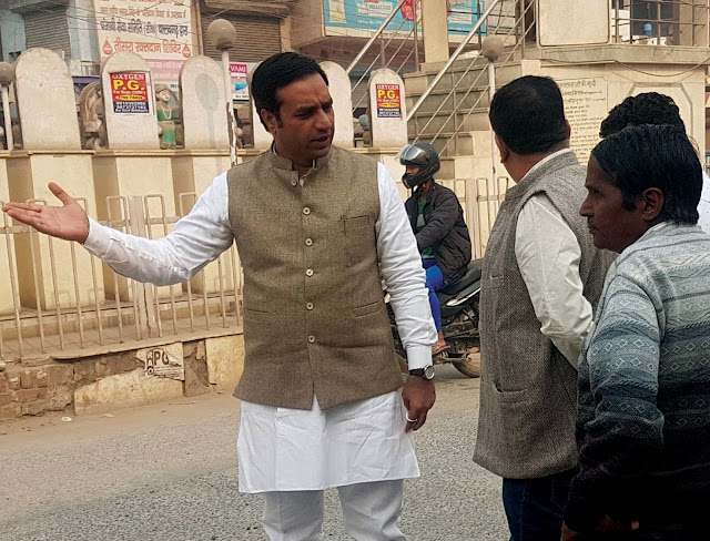 Complainant of corporator Deepak Chaudhary, the work done in the ward, was found in the work of the contractor.