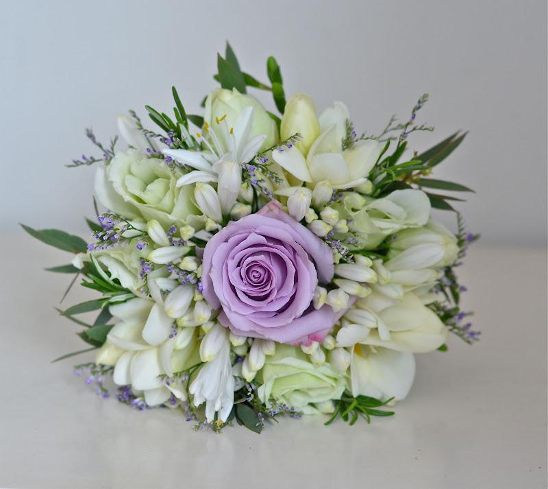 Wedding Flowers Blog: Chloe's Classic Wedding Flowers With