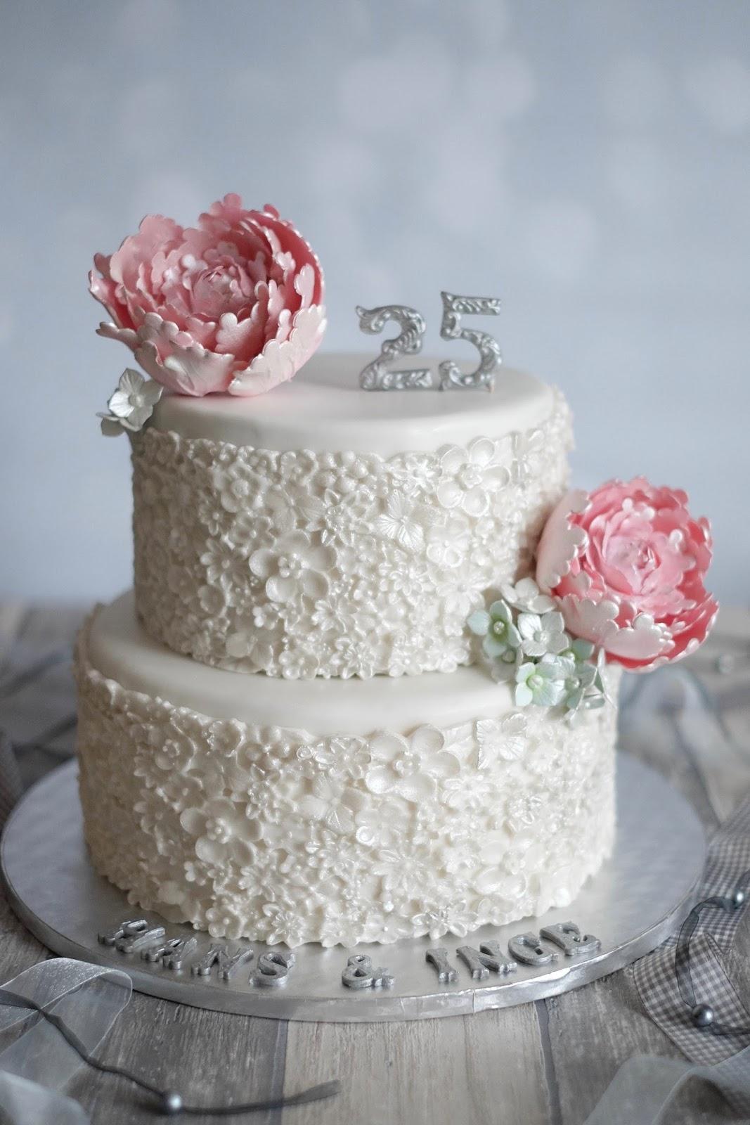 torte zur silberhochzeit mit pistazie vanille und schoko kirsch marion 39 s kaffeeklatsch. Black Bedroom Furniture Sets. Home Design Ideas