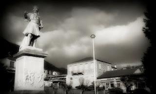 Αδριάντας του Αν. Στριφτόμπολα στην κεντρική πλατεία του Λεβιδίου
