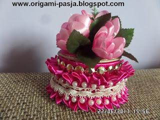 szkatułka, rękodzieło, na biżuterię, na obrączki, łańcuszki, bransoletki, kolczyki, wykonana ręcznie, kolor różowy, biskupi, purpurowy, na urodziny, drobiazg, na drobiazgi, handmade, kanzashi,