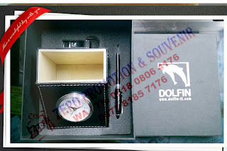 Souvenir Gift Set 3 in 1 jam meja