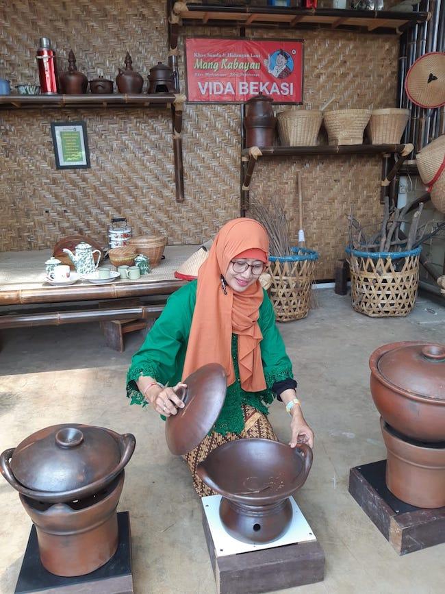 Rumah Makan Nuansa Pedesaan Di Mang Kabayan Vida Bekasi