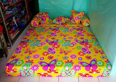 Sofa bed inoac motif kupu-kupu kuning / yellow butterfly posisi kasur