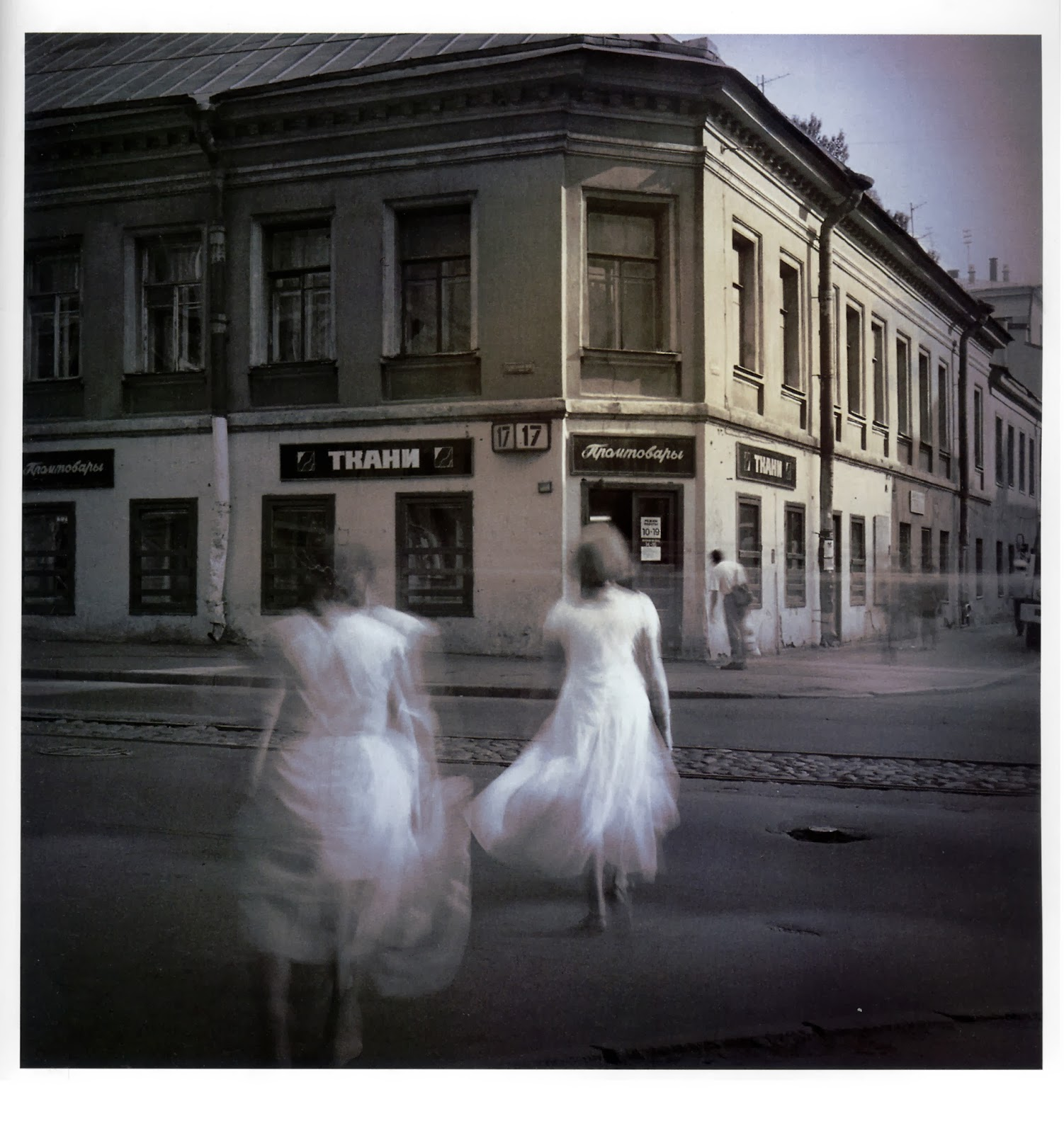 4666428a639 Για αυτή τη σειρά, που ονόμασα «Λευκές και μελανές μαγείες της Αγίας  Πετρούπολης», χρειάστηκε να καταφύγω σε τεχνικές τονισμού των φωτογραφιών.