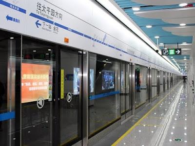 成都空港から地下鉄で成都市内へ...