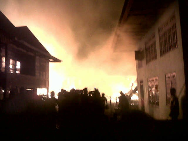 Lagi,,,Kebakaran di Ambai Atas Malam Ini, Belasan Rumah Terbakar