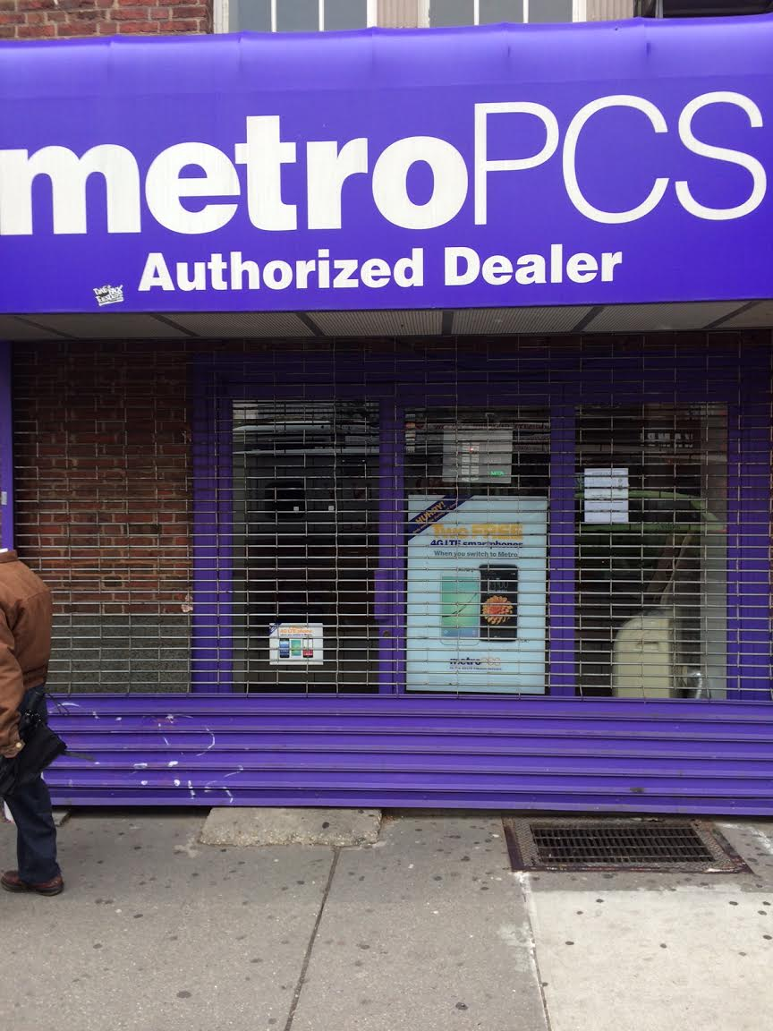 ev grieve metropcs has closed on east 14th street