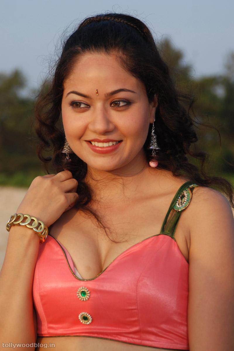 Slicypics Indian Actress Tamanna Bhatia Photos: Tollywood Actress Photos: Jhalak Movie Heroine Anu Apoorva