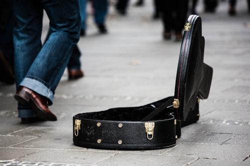 guitar case pengamen