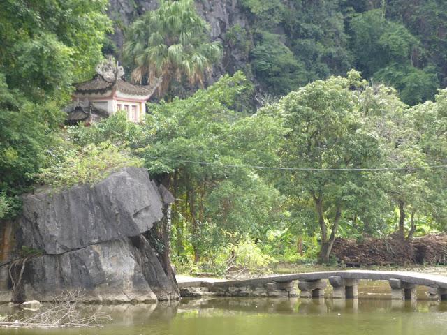 Bich Dong, pagoda