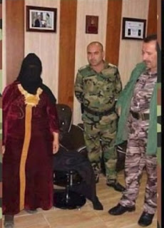 بالصور : شاهد كيف يهرب  عناصر داعش الوهابي  من الموصل بأزياء نساء!
