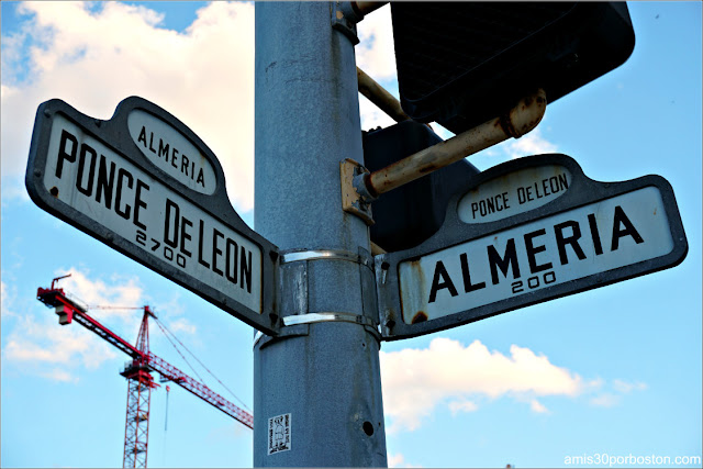 Avenida Almería y Ponce de León en Coral Gables, Florida