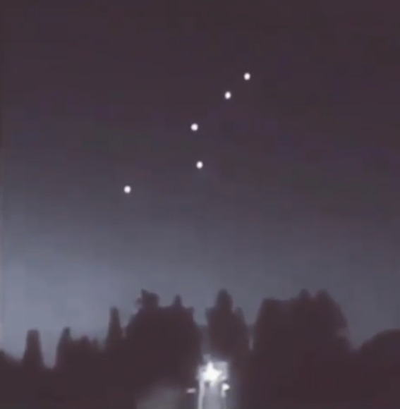 Full-image-showing-the-UFO-fleet-and-the-actual-Mothership-filmed-in-Brazil.