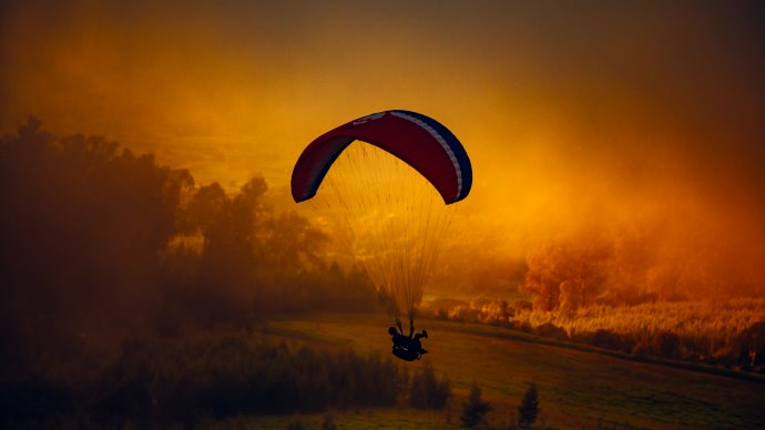 Wallpaper: Paraglider in Kula