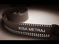 Üzerinde kısa metraj yazan eski bir film şeridi