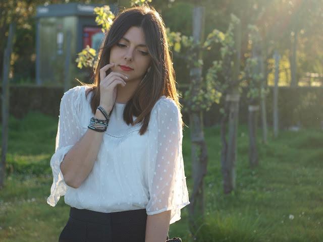 blouse blanche mange plumetis manches volants transparentes