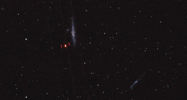 Красный НЛО замечен на фоне созвездия Canis Venatici