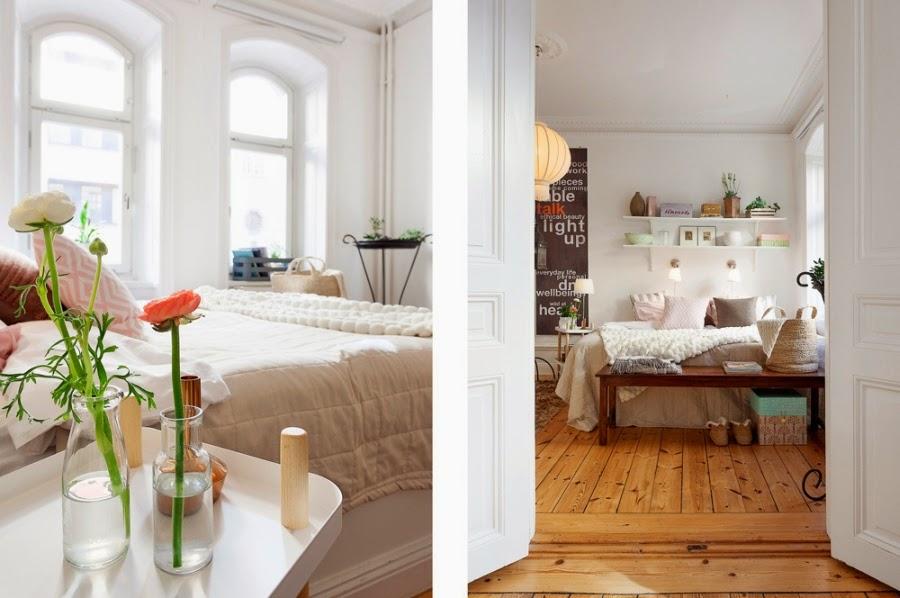 Cudowne, białe mieszkanko z pastelowymi i szarymi dodatkami, wystrój wnętrz, wnętrza, urządzanie domu, dekoracje wnętrz, aranżacja wnętrz, inspiracje wnętrz,interior design , dom i wnętrze, aranżacja mieszkania, modne wnętrza, białe wnętrza, styl skandynawski, scandinavian style, sypialnia, łóżko