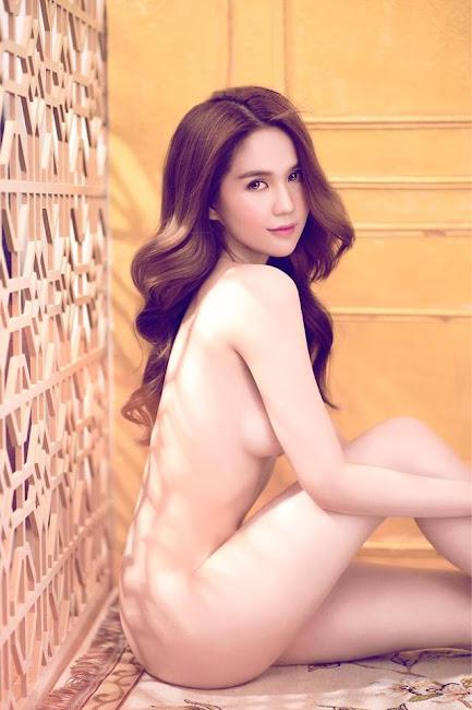 Bộ Ảnh Nude Mới Nhất Của Ngọc Trinh Không 1 Mảnh Vải Che Thân