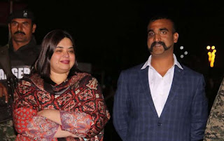 Who is doctor Fariha Bugti standing with Abhinandan