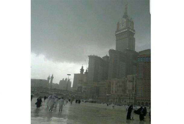 Sore Ini, Makkah Diguyur Hujan Lebat Disertai Guntur Menggelegar
