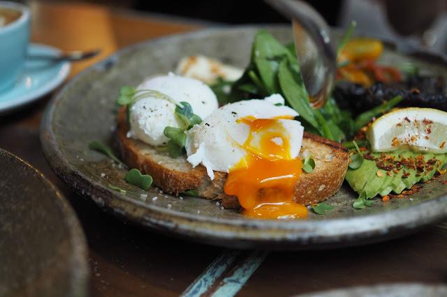 eggs benedict breakfast singapore
