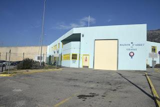 Ils abattent les murs de 7 cellules pour tabasser un détenu à la prison de Grasse... Ce que révèle l'enquête