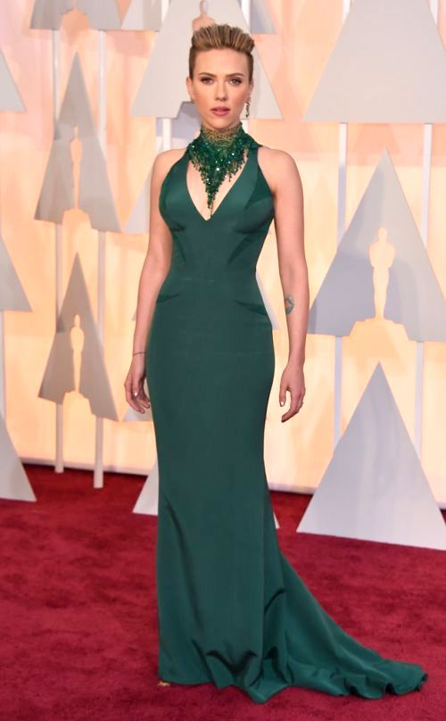 Scarlett Johansson in Versace at the Academy Awards 2015
