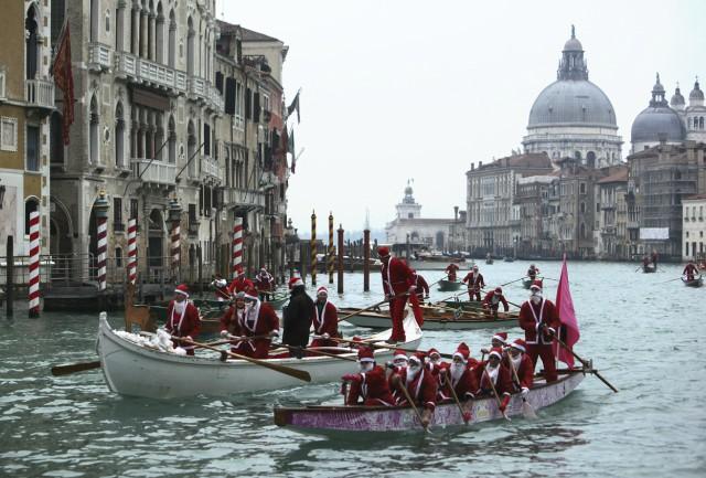 regata-babbi-natale-venezia-poracci-in-viaggio