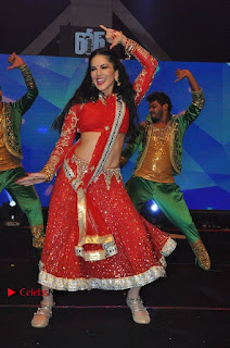 Bollywood Actress Model Sunny Leone Dance Performance in Red Half Saree at Rogue Audio Launch 13 March 2017  0086.jpg