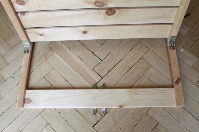 De todo un poco mesa plegable de estantes viejos para for Mesa plegable para balcon