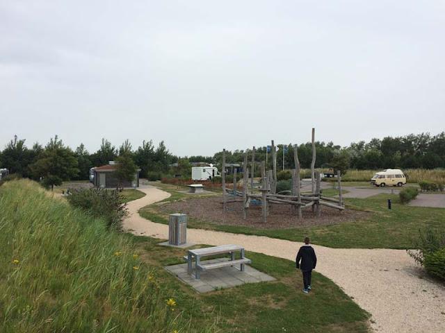 Zona de juegos del Área de autocaravanas de Ouddorp. Holanda caravaneros.com