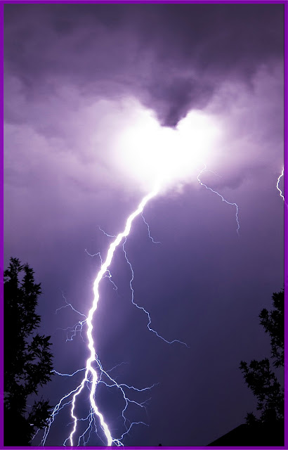 Lightning Heart #nature #heart #lightning #sky #clouds #awesome #amazing