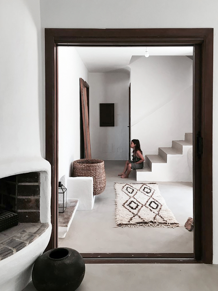 Villa Son Font in Mallorca | Concrete staircase and dark timber casement