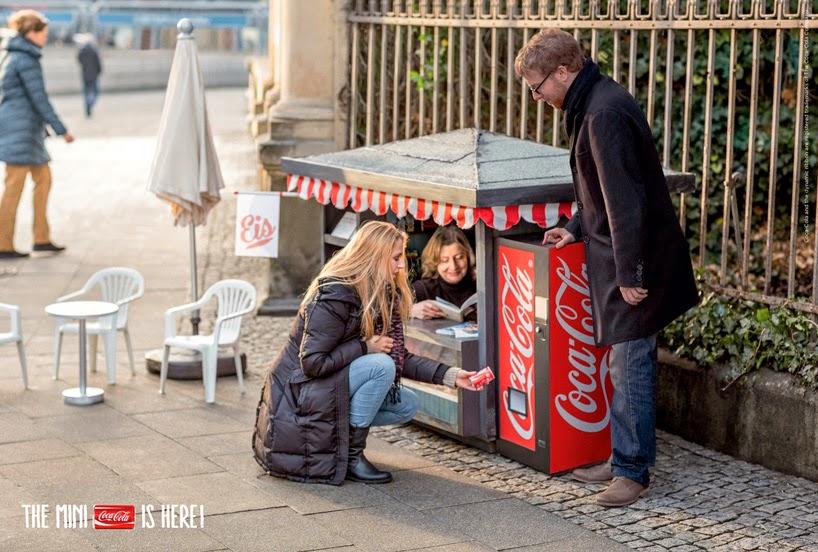 mini puesto de coca cola