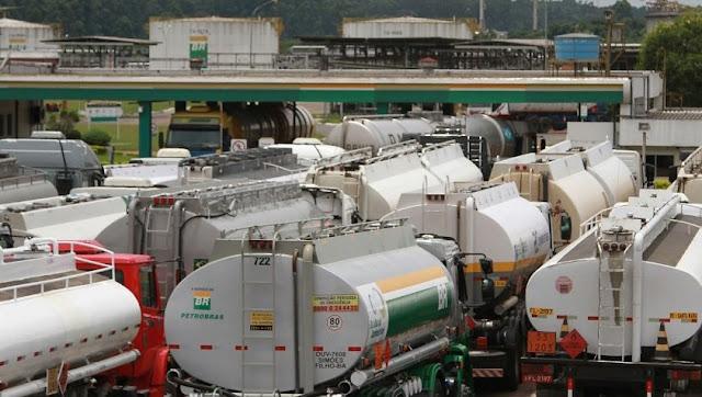 Resultado de imagem para Petrobras já aceita discutir reajuste diário dos preços dos combustíveis